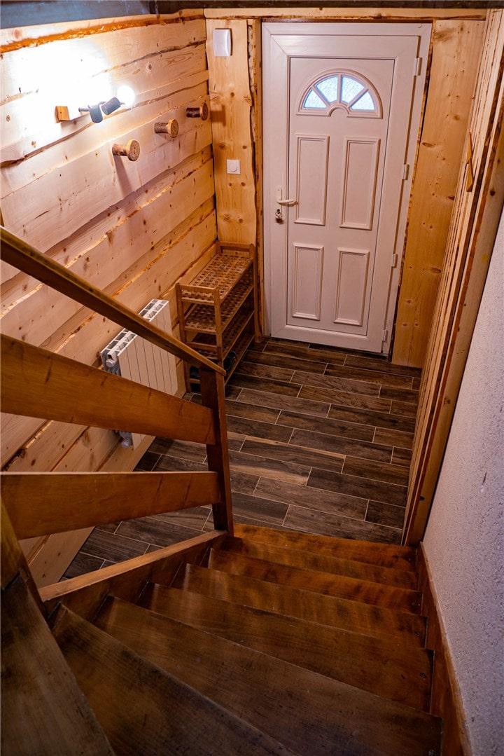 Image escalier en bois General Services Renovation Pays de Gex